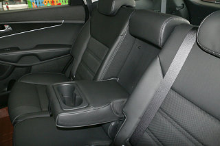 索兰托L 2.4L 汽油4WD定制版 7座 国IV
