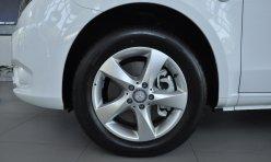 汽车百科:新手常踩错油门刹车 应该如何避免
