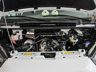 2.8T柴油短轴6座中顶多功能车JX493ZLQ4