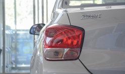 行业新闻:现代红色瑞纳汽车大灯改装透镜氙气灯