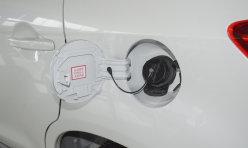 推荐阅读:误把刹车当油门 司机小区内连撞俩车