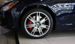 用车技巧:全新奔驰E级尾灯实拍图 可自动调亮度