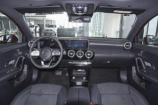 A 200 L 运动轿车