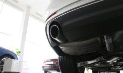 汽车导购:奔驰c180改装大灯案例 加装Q5双光透镜 欧司朗灯泡