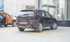 头条资讯:国产Jeep自由光内饰清晰照 Jeep自由光增副驾电动调节