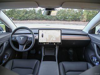 Model 3中控